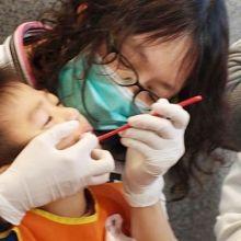 口腔減敏感按摩 病童不再抗拒潔牙