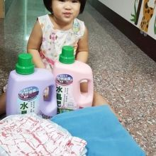 南僑水晶洗衣精呵護寶貝保護地球的堅持,深獲媽媽一致好評