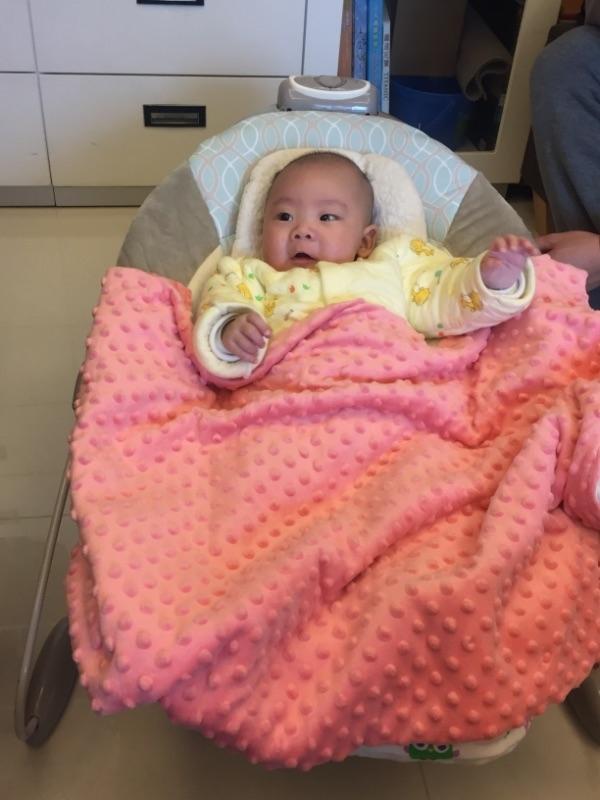 新年到穿媽媽買的新衣好開心啊!大家好,是第一次過新年喔,請多指教。 #萌娃