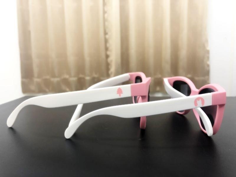 早安~ 有客人問小編家的眼鏡可以帶去賞雪嗎? 答案當然是:YES!!! 而且客人的觀念很正確喔!!! 大部分人都認為只有夏天太陽大才需要墨鏡 其實, 不管哪個季節, 只要有陽光, 還是建議戴墨鏡 而去到下雪的地方, 只要出太陽, 建議一定要戴 #育兒 因為陽光照射到雪地後會產生反光 對眼睛的傷害也是不容小覷的 所以, 冬天打算帶寶貝們去雪國玩雪的話 不要忘記準備太陽眼鏡喔!!!! 編家新品, 可以來個兄弟姊妹墨鏡惹~~ #台灣製 #兒童墨鏡 #兒童太陽眼鏡