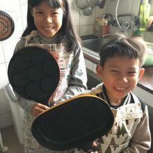 宅媽與宅孩子的新玩具~~【日本Pearl Life】頑心烤油切附蓋烤盤+魔幻不沾華芙餅鍋