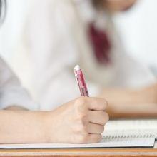 孩子花錢請同學寫作業 家長如何應對?