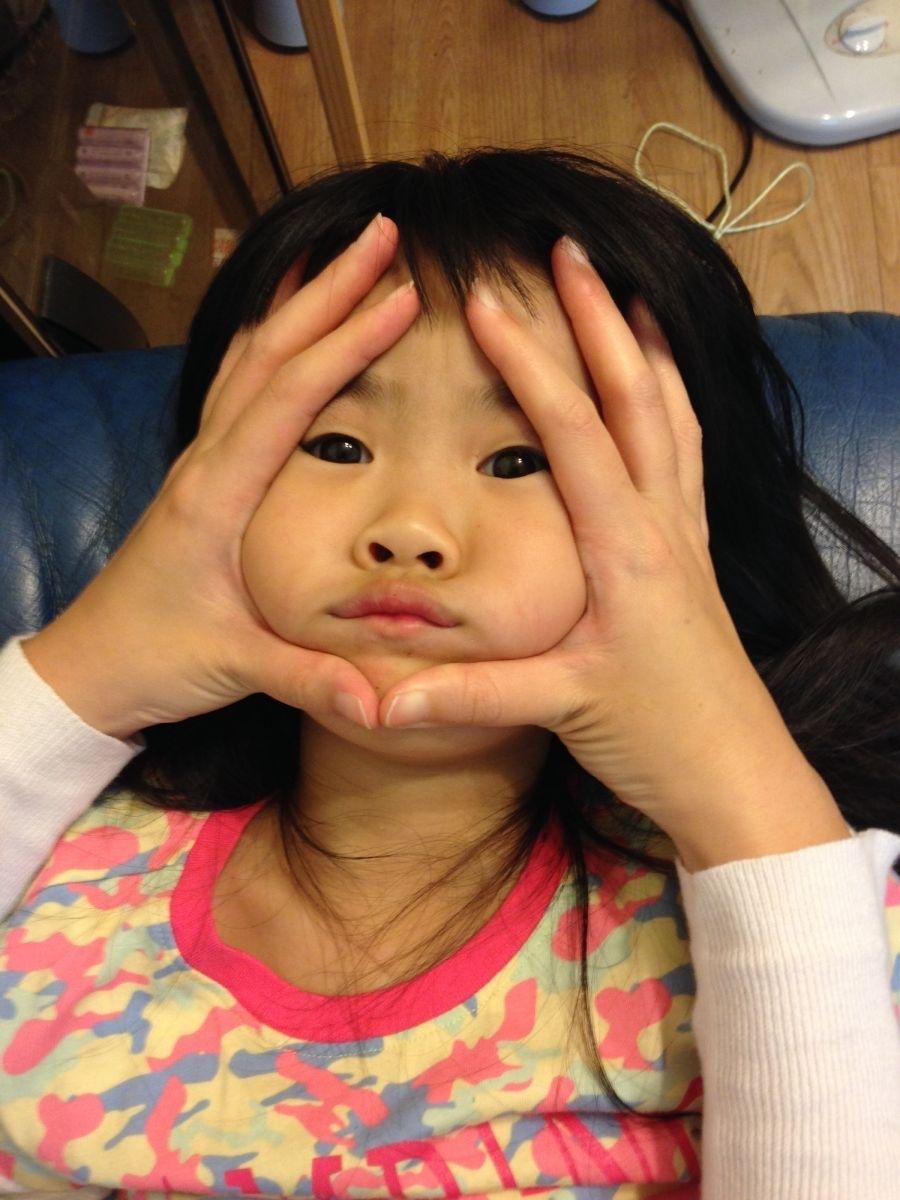 之前好流行的「三角飯糰」 拿來實驗果真有笑點 要趁小孩臉還有點嬰兒肥 那種Q軟肉肉時期來「三角」一下效(笑)果最好! #萌娃