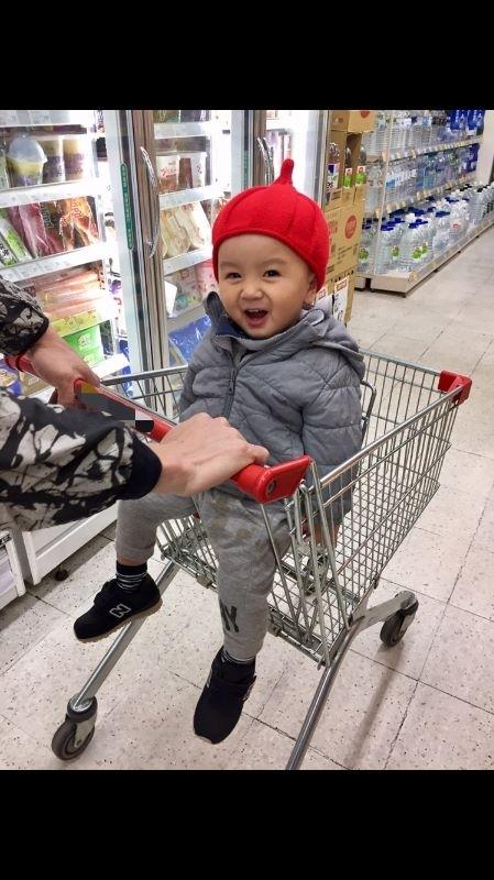 阿寶,你開心的笑容是爸比媽咪化解辛勞的泉源! #爸爸去哪兒