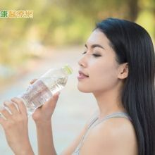多喝水有益健康?醫:排尿量達標才是重點