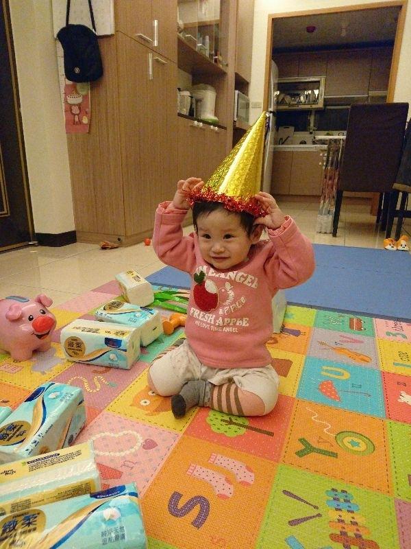 過年穿新衣,帶新帽,卡哇伊^^ #萌娃