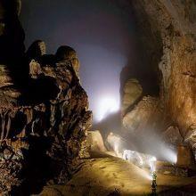 翻轉日常!跨海小假期》探訪世界最大洞穴,等上1年也值得