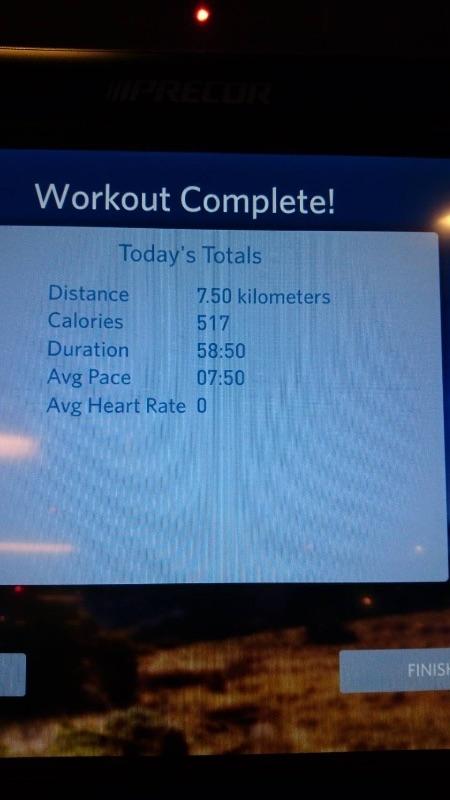 今天挑戰7.5K 跑了快1小時(速7.8) 飲恨的是為了調音樂結果跑步機速度掉下來, 機器以為我跑不下去,就自動停止,可恨!! 不過第一次連續58分鐘跑步,真的很開心~ J妳真的好棒....給自己一個大大的擁抱!! #健康