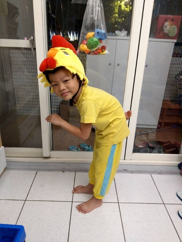 #媽媽play搞怪創意無限 今年裝扮成一隻雞, 夠夠夠~