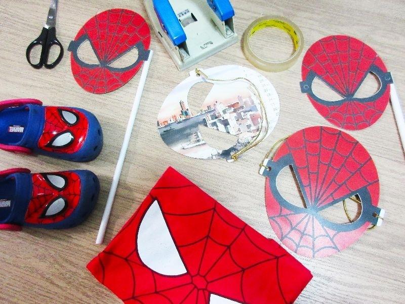 製作蜘蛛人面具 耳戴式及手持式 讓第一次叁與Halloween的兒子 能夠有個快樂的回憶 討糖去 否則就搗蛋 #媽媽play搞怪創意無限