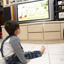 近視越早惡化速度越快 別讓小孩老窩在電視電腦前