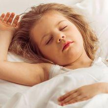 寶寶夜夜哭鬧難眠 恐為過敏作祟