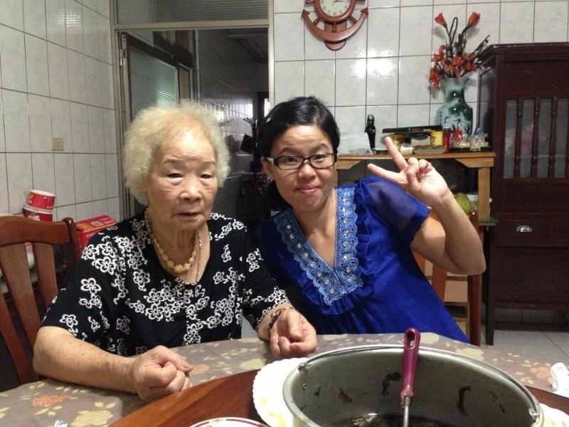從小在外婆家長大,以往初二回娘家都是回羅東外婆家,今年因為外婆在基隆,第一次沒有回羅東,到基隆看外婆! 對我而言- 外婆在哪-娘家回哪! 祝福外婆身體健康平安,新年快樂! #回娘家