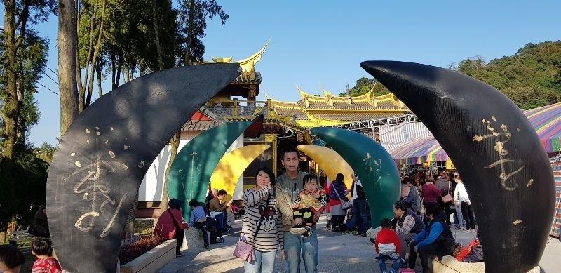 #親子旅遊 第一次跟寶貝出來新年走春,來到桃園送窮神廟,過過好運~