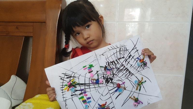 用黏土和材料,做了可愛小蜘蛛 #媽媽play搞怪創意無限 姐姐arile之作品 1071021