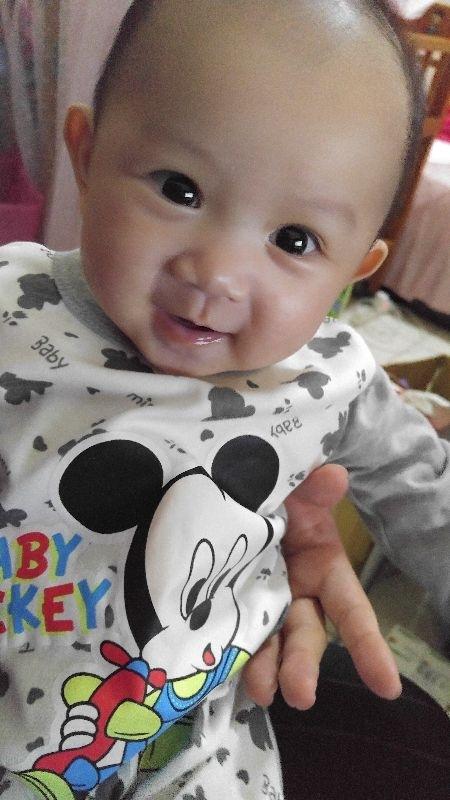 今天是大年初一,已經幫寶貝打扮好囉~~開心^^ #萌娃