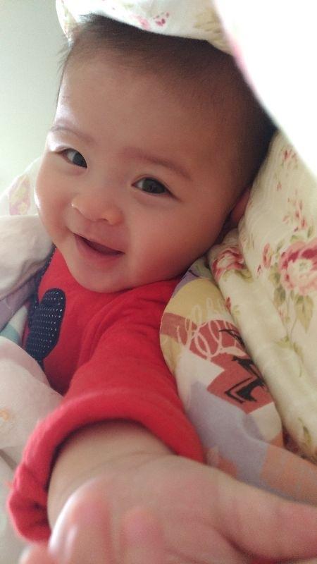 芊芊,妳開心的笑容是爸比媽咪化解辛勞的泉源! #爸爸去哪兒
