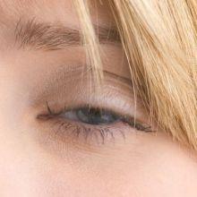 她角膜破皮水腫 原來是眼影惹禍