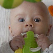 舒緩長牙不適的飾品有「神奇效用」?小心造成寶寶窒息意外