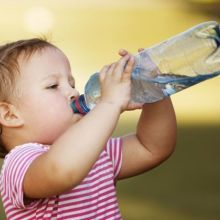孩子不愛喝水?專家用這招讓孩子愛上白開水!