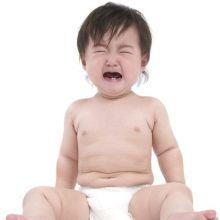 惡保母超收虐童改名重出江湖,寶寶返家瘀傷、臭味、肚子餓