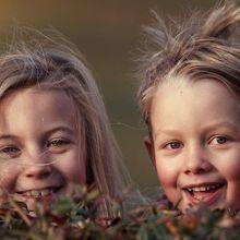 如何幫助孩子建立手足之間的友誼?