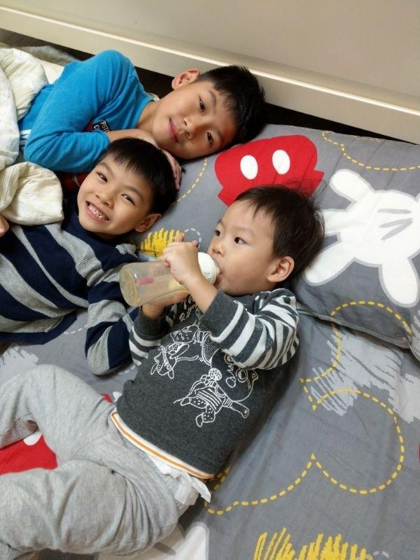 睡前的三個寶寶寶貝😍