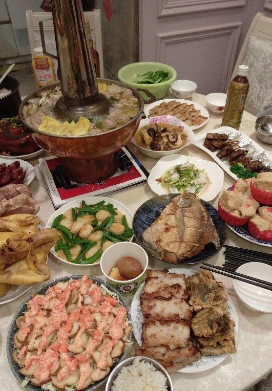 我們家今年豐盛的年菜,滿滿一桌 小朋友都忍不住要快點開動了!! #年菜