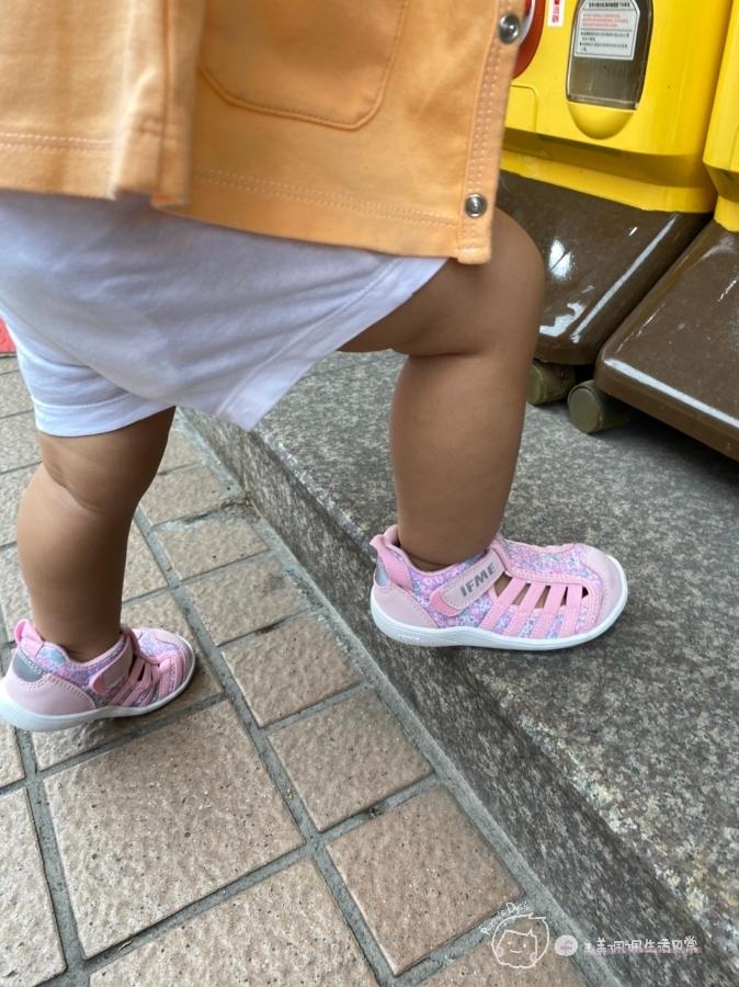 寶寶的第一雙日本IFME機能童鞋 夏天就該有一雙透氣水涼鞋_img_27