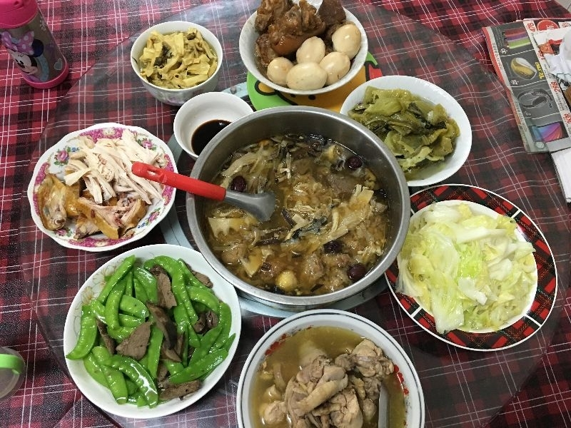 我們家的年夜飯沒有特定的習俗,喜歡吃什麼就煮什麼, 婆婆煮的都好吃~ #年菜