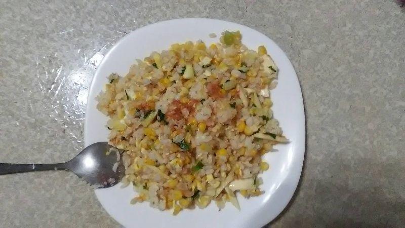 #年菜 奶奶為我準備,我最愛的年夜飯主餐玉米炒飯,祝福大家金玉滿堂,笑瞇瞇! #年菜