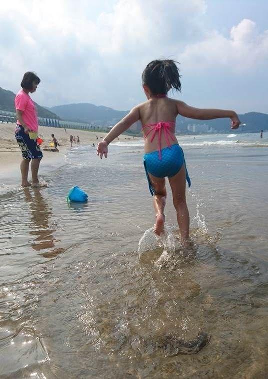 女兒最喜歡水上活動,暑假替她安排許多海邊及泳池遊樂行程,玩得超開心!孩子成長得好快,想好好把握親子珍貴的相處時光~ #暑假生活