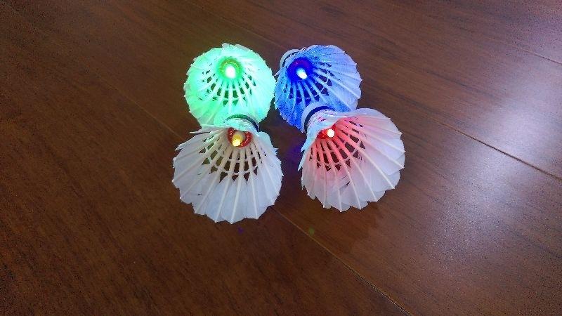 楊拔拔訂的LED燈羽毛球寄來了,看起來好炫喔! #健康