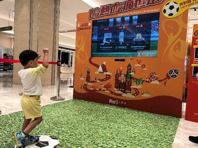 最近都在瘋世紀盃足球賽 當然是要來去體驗當個小小足球員過過癮摟~ #暑假生活