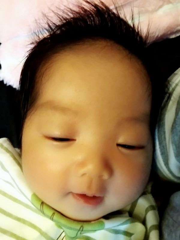 #新手媽媽 52天了! 很愛抱抱睡覺有點困擾😅😅