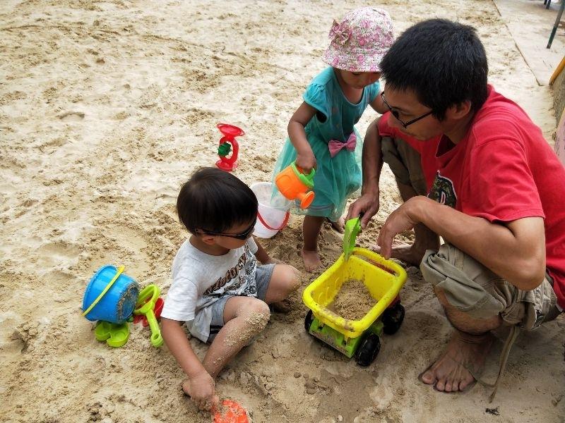 兒童新樂園在暑假期間營業至晚上8:00,所以我們會在週三市民免門票的那一天,入場玩個痛快 !小孩最愛球池跟沙坑了! #暑假生活
