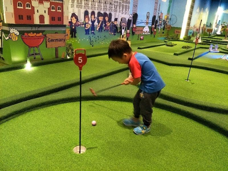 暑假帶兒子去玩他一直想玩的高爾夫球 雖然不太會打,但還是打的超開心的 #暑假生活