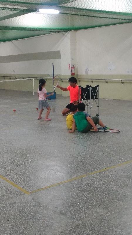 暑假到了, 我幫孩子安排網球課, 也帶孩子到各處旅遊, 增加生活體驗唷! #暑假生活 #小小網球員 #親子旅遊 #炎夏戲水趣