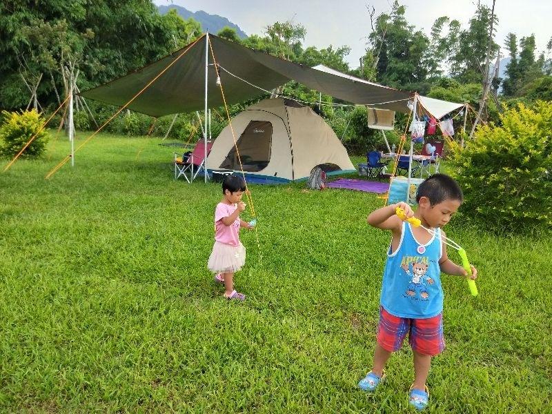 我們全家都愛露營,享受大自然的洗禮。孩子可以在草原上奔跑,聽蟲鳴鳥叫,夜晚觀看星空,在帳篷裡面翻滾,體驗放慢步調的野外生活。 #暑假生活