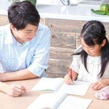 寫功課拖拖拉拉,得隨時盯著寫?小心「爸媽太用力、想要的太多」易阻斷孩子學習自律