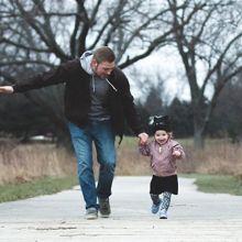 研究發現:跟父親有越多互動的孩子,語言能力比較好!