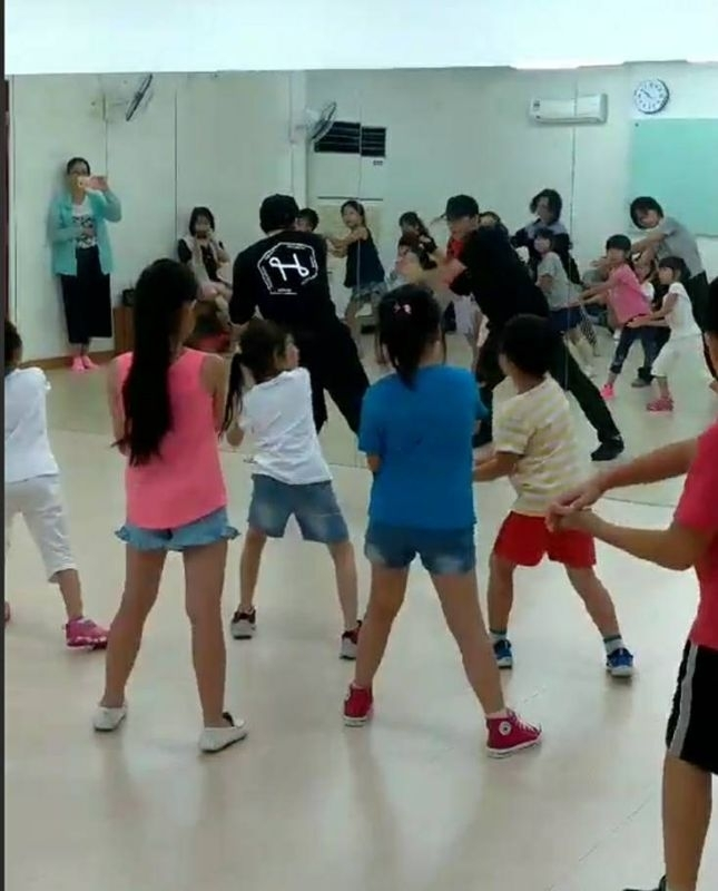 暑假幫寶貝安排兒童流行MV班,讓寶貝動動手手腳腳! #暑假生活
