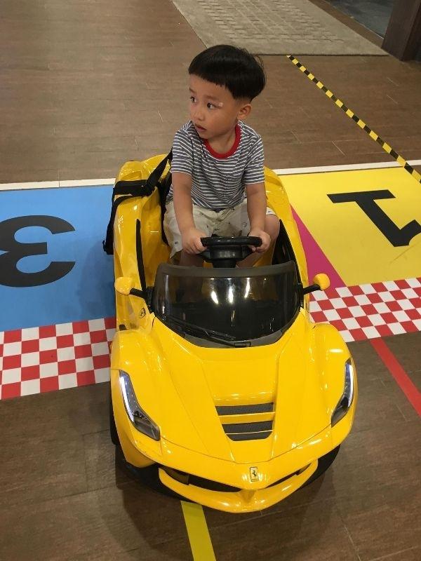 暑假到了就是要帶小孩不斷放電~~~~~~~ 帶著兒子賽車去 #暑假生活