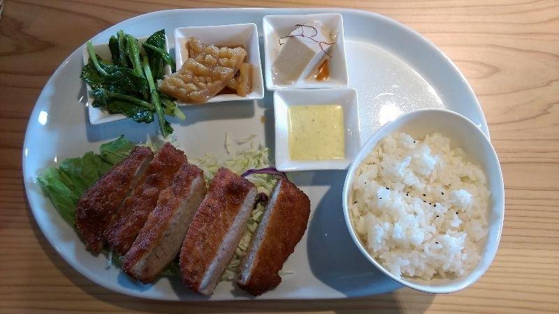 中午在北港厚德誠實堂吃大餐~ 黑豆漿連舖底的青菜都吃光光! #親子旅遊