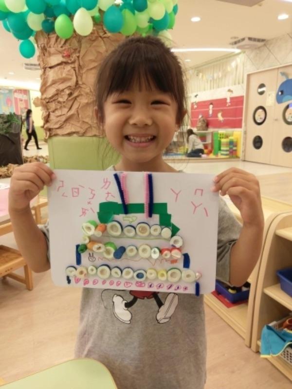 放假就是前往各大親子館遊玩去 空間舒適、而且能靜能動!小孩還自製卡片送給阿嬤😀 #暑假生活