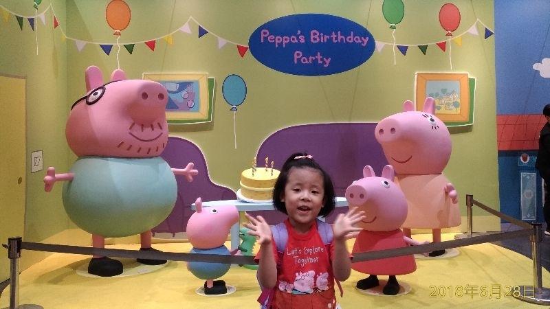 雖然暑假都要上課,但是還是會找時間帶寶貝去逛逛展覽,剛好前陣子佩佩豬展來台北了,馬上去玩了一整天 #暑假生活