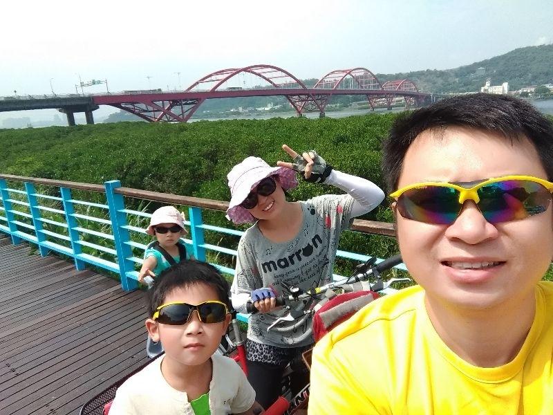 騎著腳踏車,慢慢欣賞風景,騎到哪吃到哪,還有陣陣微風吹來,好舒服! #暑假生活