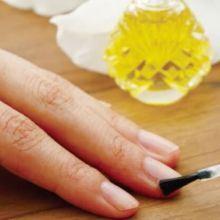 想讓纖纖十指柔嫩光滑嗎?芳療師教你DIY指緣油