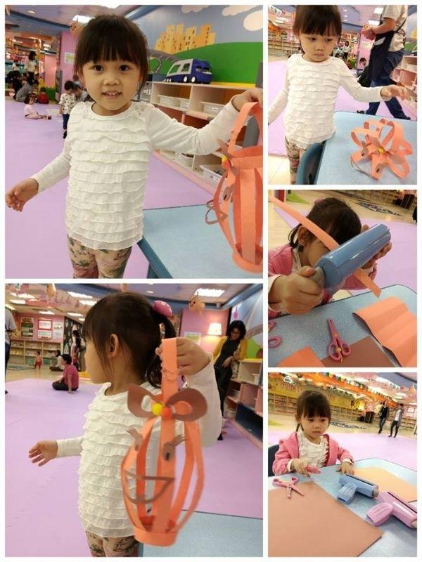 陪小櫻花自行創作的南瓜燈籠 是不是很有喜感壓~ 手動上下搖 還會ㄉㄨㄢ 邀 ㄉㄨㄢ 邀的 很討喜唷~~ #媽媽play搞怪創意無限