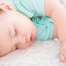 3招幫孩子建立睡眠好習慣,擺脫長假後的時差